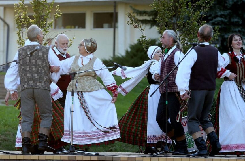 Kėdainiuose praūžė tautinių šokių akcija (su fotogalerija)