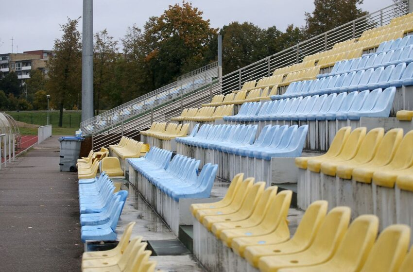 Dėl nusidėvėjusios stadiono futbolo aikštės dangos gresia iškritimas iš lygos