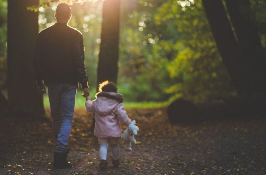 Specialistė pataria vienišiems tėčiams, kaip auginti dukras