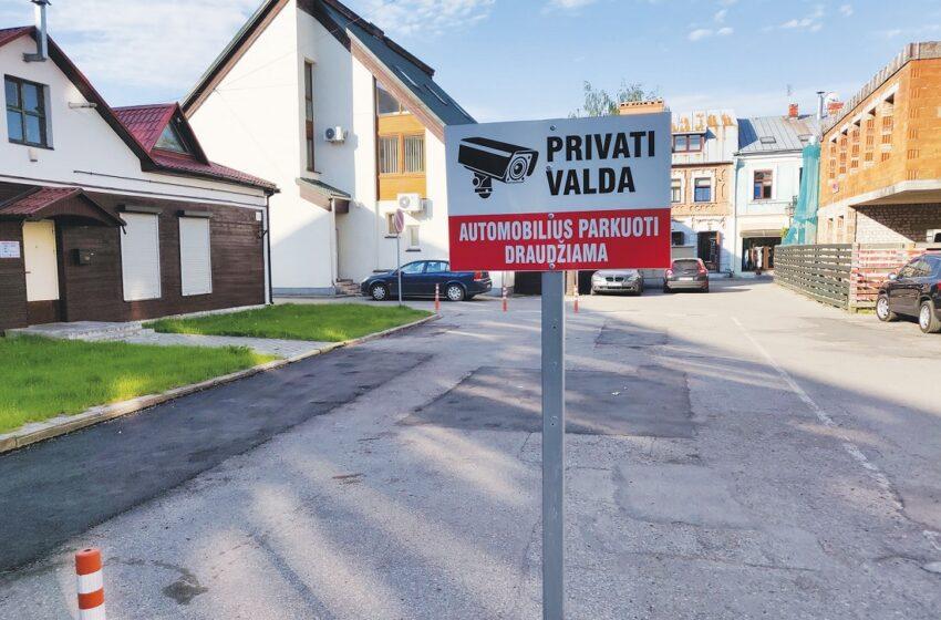 Privatizavus aikštelę senamiestyje, draudžia statyti automobilius