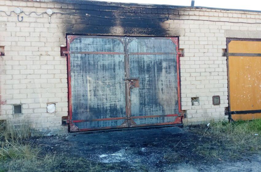 Vilainiuose degė garažas: savininkas įtaria padegimą