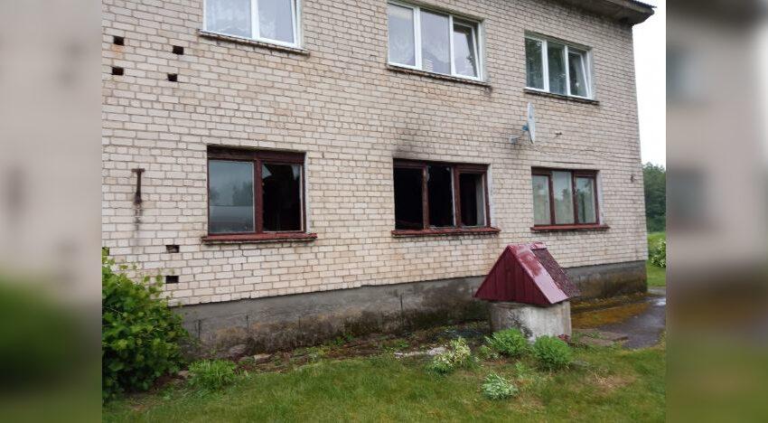 Slikiuose siautėjo ugnis: degė trijų kambarių butas