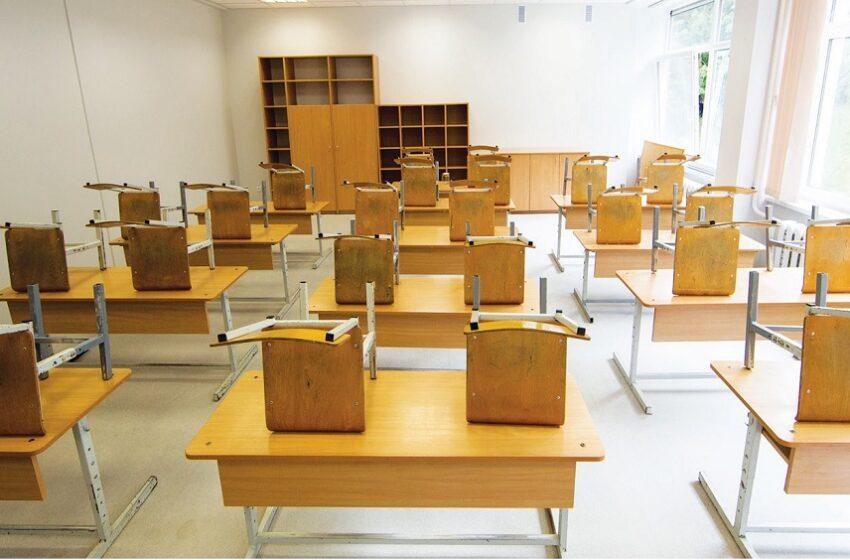 Į klases mokiniai greičiausiai grįš paskutinę mokslų savaitę