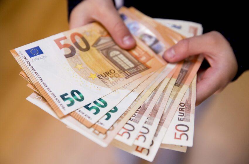 Vidutinis atlyginimas per metus padidėjo 12 proc.