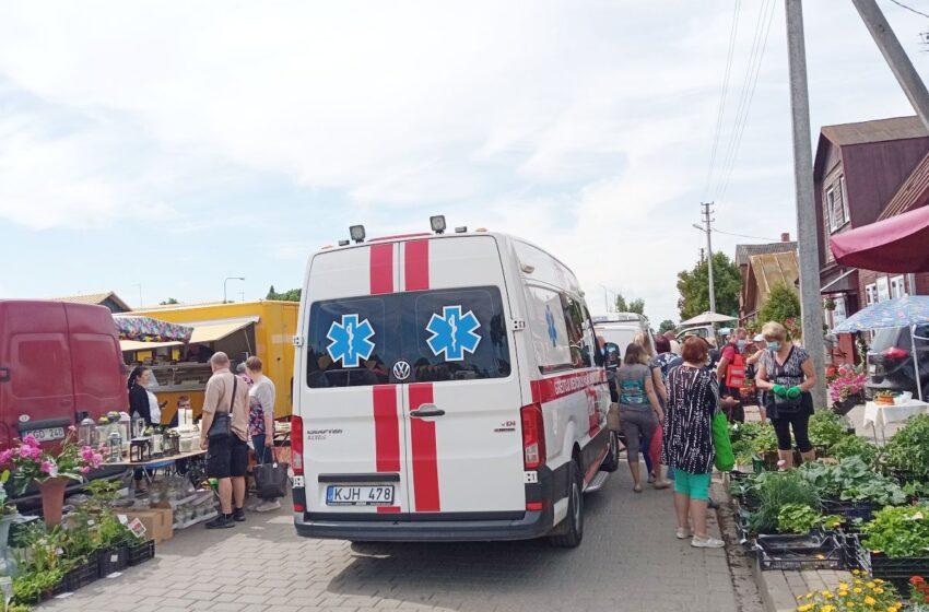 Incidentas turgaus prieigose: automobilis kliudė žmogų