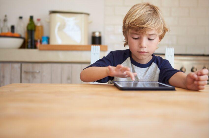 Vaikas prie kompiuterio tik pramogauja? Kaip sudominti vaikus edukaciniu turiniu