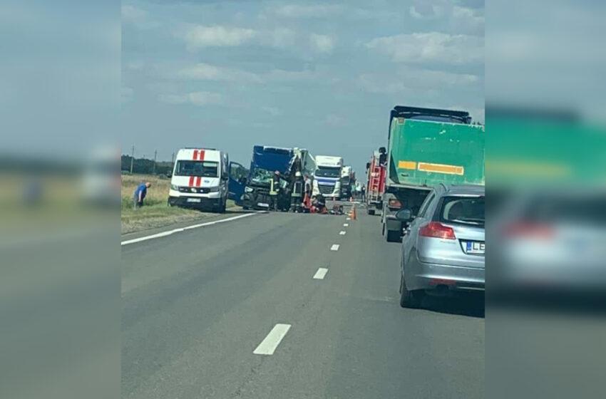 """""""Via Balticoje"""" susidūrė vilkikas, mikroautobusas ir visureigis"""
