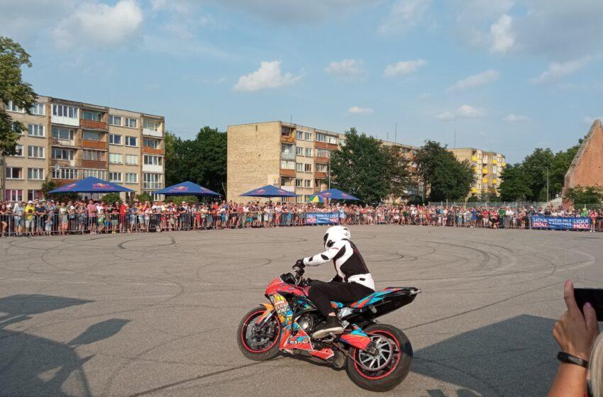 Kėdainiuose – pasaulinio lygio motoakrobatų pasirodymas
