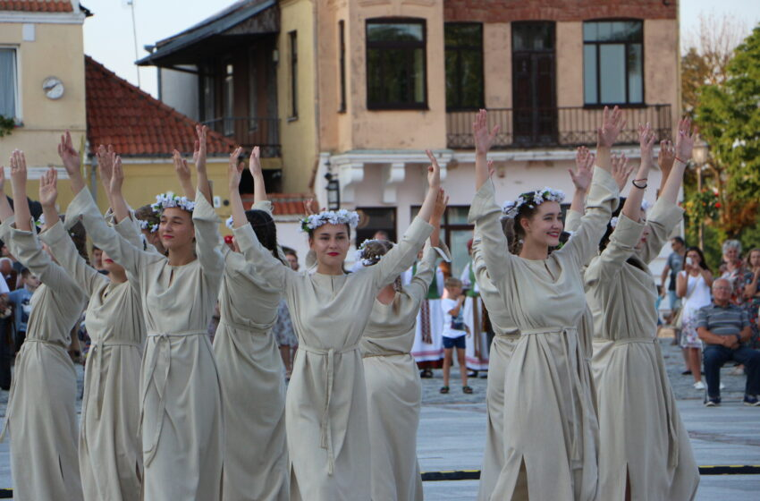 Demonstravo tautiškiausius šokių žingsnius