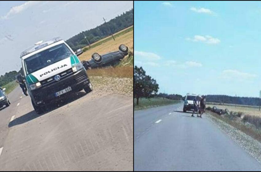 Nuo kelio nuvažiavo du automobiliai