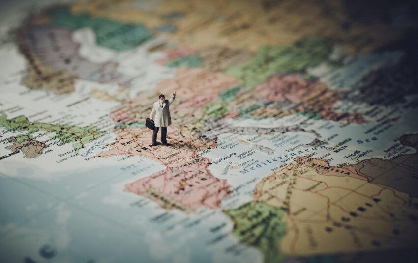 Nuo pirmadienio izoliuotis reikės atvykstantiems iš Airijos, Belgijos ir beveik visų Graikijos salų