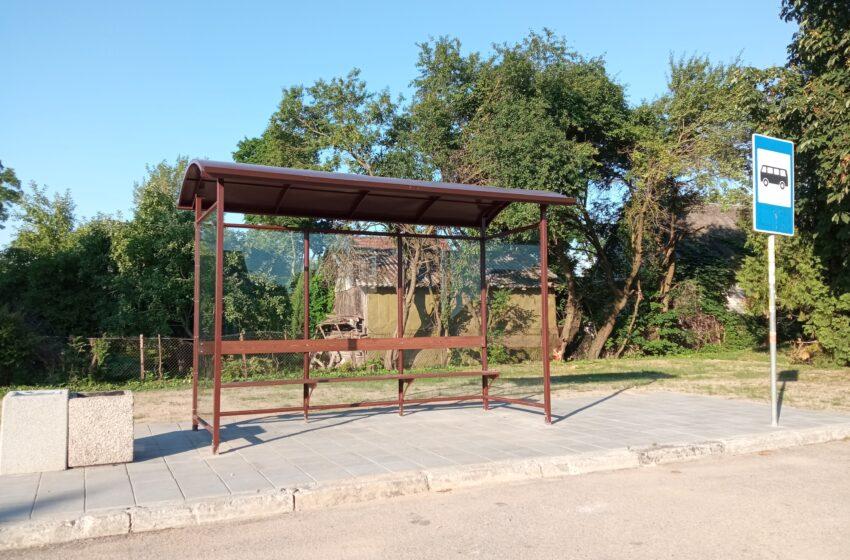 Krakėse pastatytas autobusų laukimo paviljonas