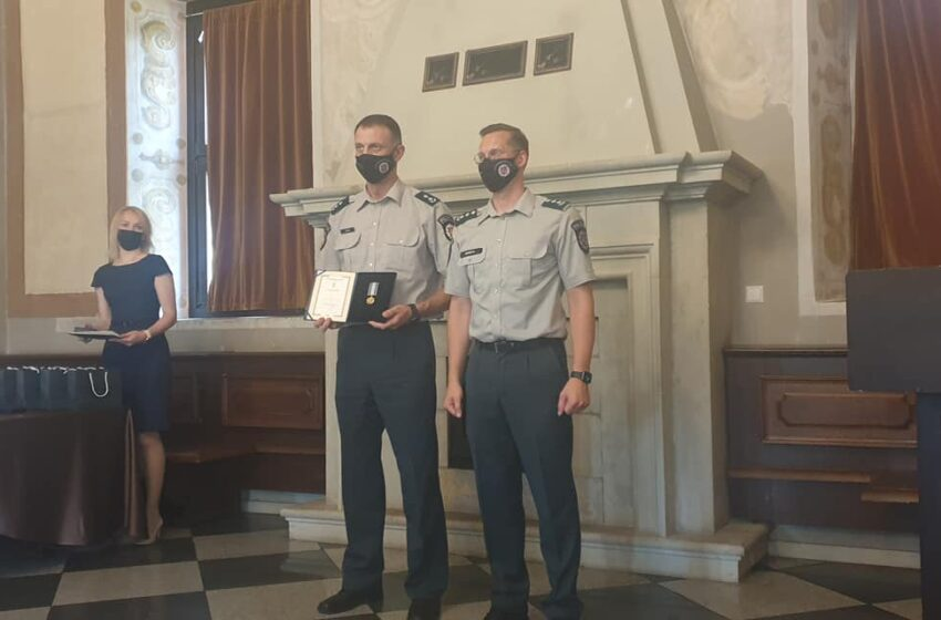 Ilgamečiams pareigūnams įteikti apdovanojimai už nepriekaištingą tarnybą