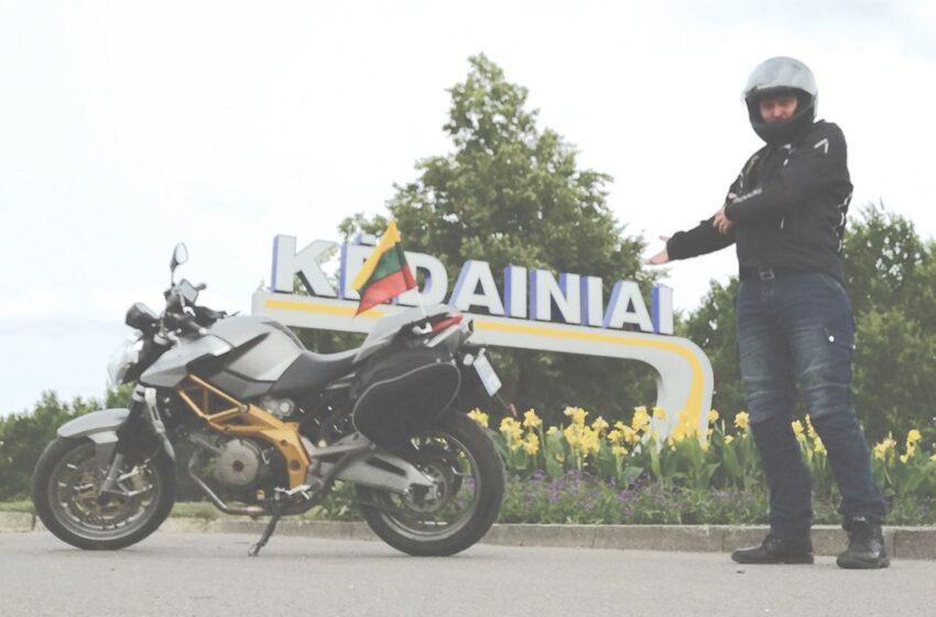 Atidavė pagarbą Tėvynei: per tris dienas motociklu apkeliavo Lietuvą