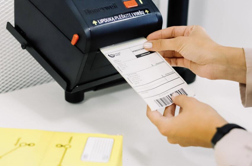 Nuo šiol pašto siuntų lipdukus galima atsispausdinti pašto skyriuose