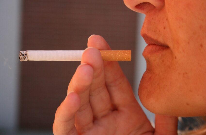 Metant rūkyti psichologė pataria rasti malonių veiklų lūpoms ir pirštams: padėtų net mezgimas