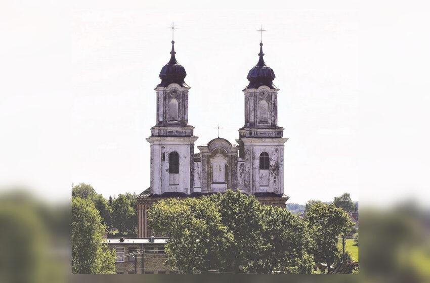Dotnuvos bažnyčios bokštai taip ir liko nepradėti renovuoti