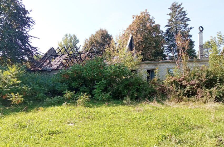 Policija pradėjo tyrimą dėl buvusios Keleriškių mokyklos padegimo