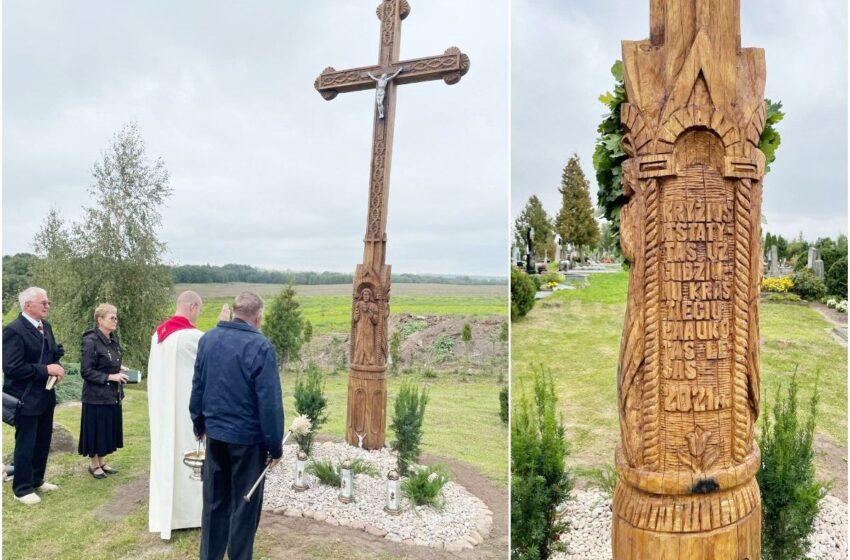 Gudžiūnuose už kraštiečių lėšas atstatytas ir pašventintas kryžius