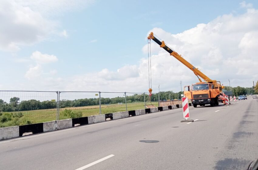Sutvarkytas dar vasarą nuvirtęs tilto atitvaras