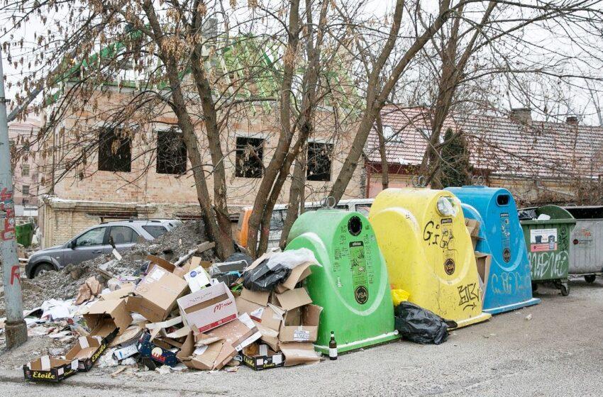 Mokesčiai už komunalines atliekas paskendę skolų liūne